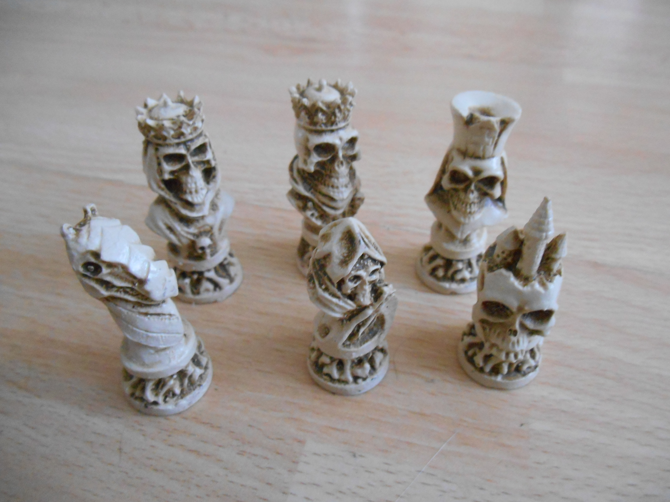 """Undead"" Chess Set - Ivory effect"